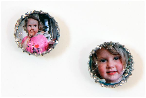 picture magnets for fridge made out of bottle caps… @Andrea Robinson @Leslie Moffitt hey leslie know where I can find any bottle tops??  :)