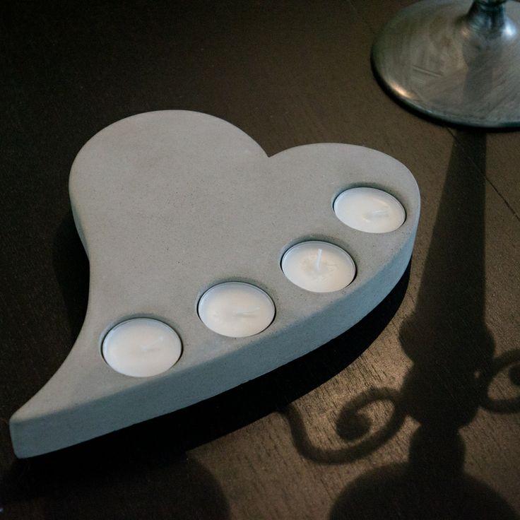 Hjärta med fyra ljus i slipad betong / Heart with four tea lights in concrete