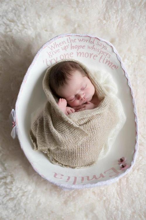 cute newborn photo idea in belly cast