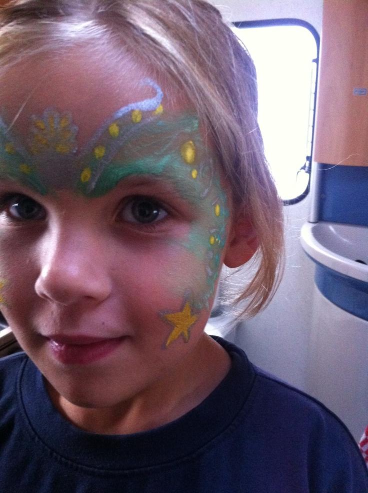 Make-up child mermaid. dag later kwam ik het meisje tegen... in het zwembad! Want ze vond hem zo mooi!!! foto genomen toen de paint nog nat was, opgedroogd was hij mooier!