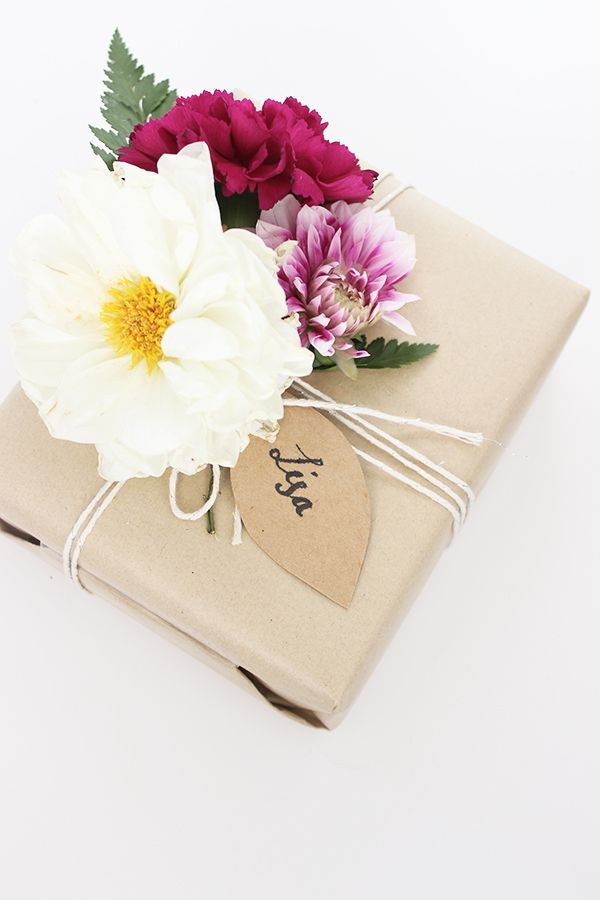 brown paper + string + flowers gift wrap