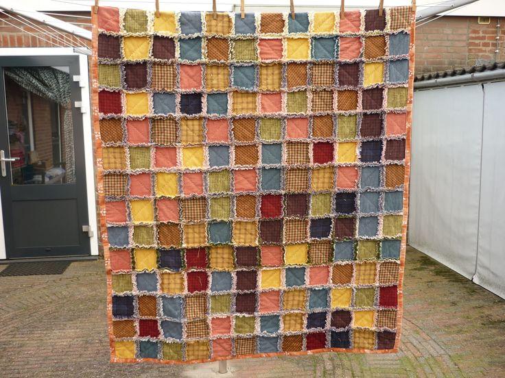Pas gemaakte rafel quilt,de flanellen lapjes zijn 10/10cm.