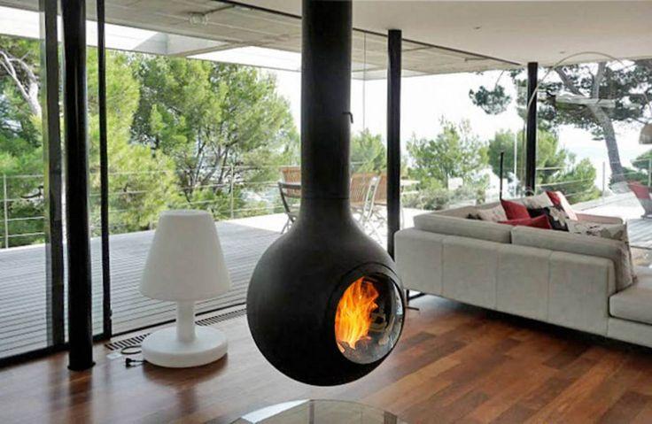 EMIFOCUS HUBLOT l'élégance discrète. Sa puissance (13kw) et son rendement (81.3%) en font un poêle très avantageux. EMIFOCUS DOOR understated elegance. Its power (13kw) and performance (81.3%) make it a very attractive stove. Disponible sur le 06 et le 83 (de Monaco à Saint Tropez) chez LYNN CHEMINEES. Available on the French Riviera at LYNN CHEMINEES. http://www.lynn-cheminees.com/cheminee-suspendue-contemporaine/