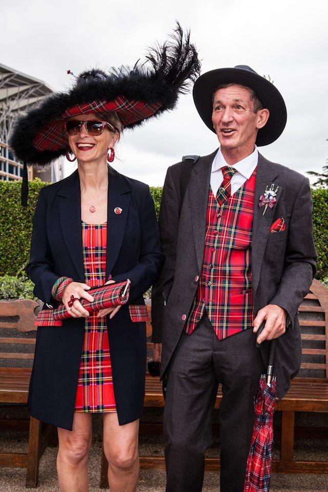 【海外スナップ】英国王室主催の競馬ロイヤルアスコット開催 色とりどりのヘッドドレスが会場に華を添える 7 / 34