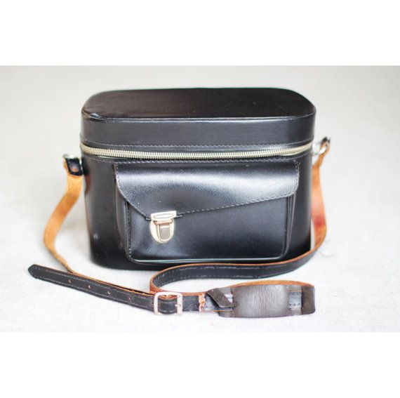 | DESCRIPTION | Camera bag mostly in PU, the strap and some parts of the front pocket are leather | CONDITION | In good condition, although the