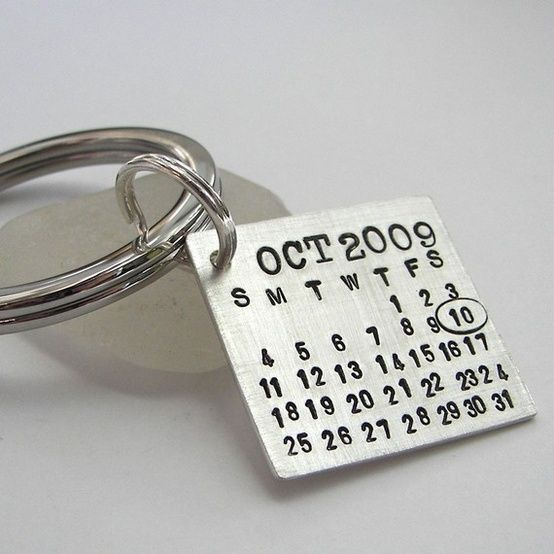 Groom's keychain. So he can never forget your anniversary....give as a gift to him on wedding day.