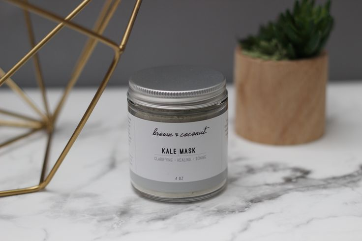 This kale mask contains a healing blend of plants and herbs to treat unbalanced and blemished skin. Loaded with vitamin A, kale works to repair and hydrate the skin, while French green clay, lemon verbena, neem, and thyme combine forces to fight acne. Neem and thyme, along with honeysuckle are also calming, helping to soothe irritation.