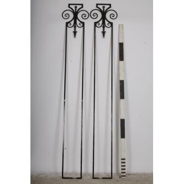 No 10 Alternate stanchions to take arch for location filming. Item Number: 1140003. To prop hire our 10 Downing Street props, call 020 8963 9944 or email: mail@stockyard.tv quoting 'PINTEREST' for more information on this item.