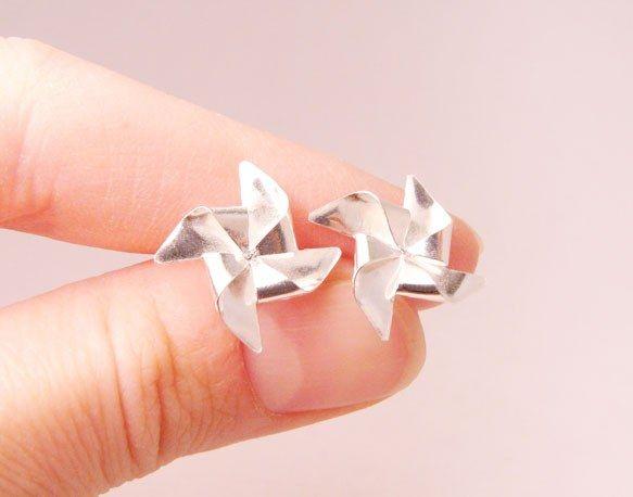 {silver pinwheel earrings} Blue Dot jewelry - adorable!