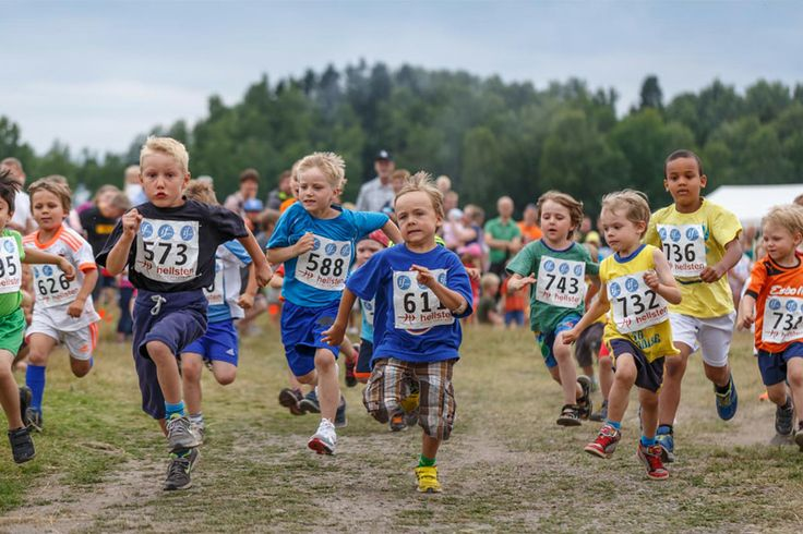 Finnish children's Strawberry cross-country race in Espoo - Kartanon Marjan maastojuoksu 2013