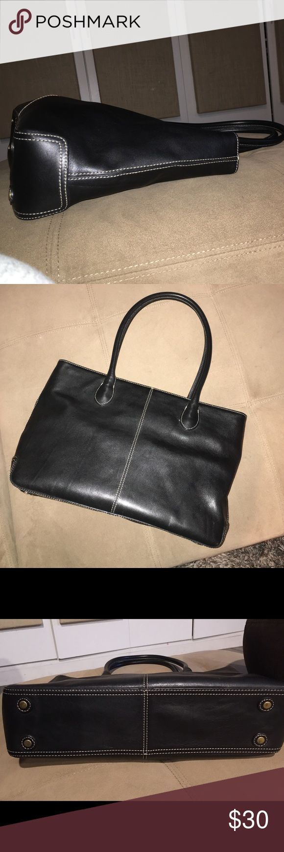 J crew leather tote 👜 This is a beautiful J crew leather tote in the classy classic J crew style. Gently used J crew Bags Totes
