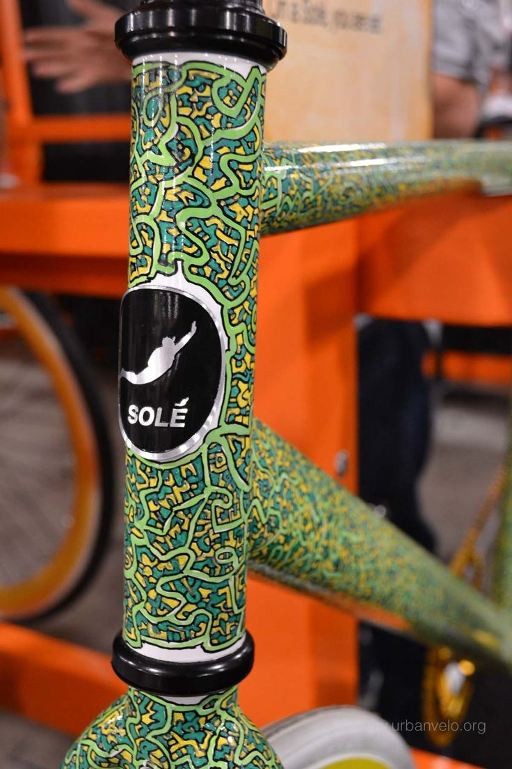 That graphic, paint job, noodles, alien space ship wires... soo cool (Sole Bicycles)