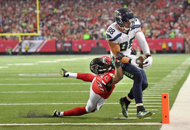Seattle Seahawks tight end Jimmy Graham scores a touchdown against Atlanta Falcons strong safety Kea... - Dale Zanine/USA TODAY Sports