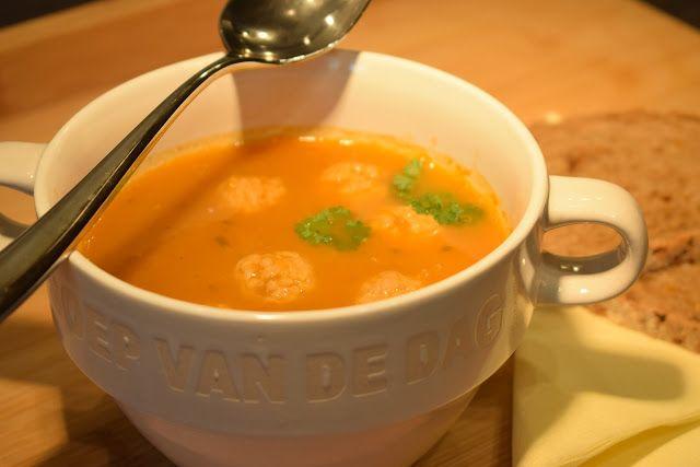 Dominique's kitchen: Tomatensoep met balletjes - Tomato soup with meatb...  Nieuwsgierig naar het recept? Neem een kijkje op mijn blog of klik op onderstaande foto. Curious for the recipe? Visit my blog or click on the picture below.  #bayleaf #carrot #celery #gehakt #gehaktballetjes #laurier #leek #meatballs #meatloaf #onion #prei #selder #tomaten #tomatensoep #tomatosoup #tomatoes #ui #wortel