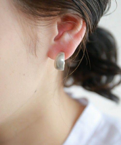 【ZOZOTOWN】rapiecage(ラピエサージュ)のイヤリング(両耳用)「ワイドフープイヤリング」(30-1-20-216-7-2)を購入できます。