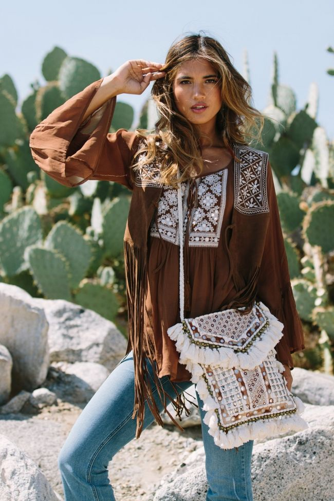 Helllooo Rocky! Looking like a boho goddess in this vintage seventies style get up. Loving the bag.