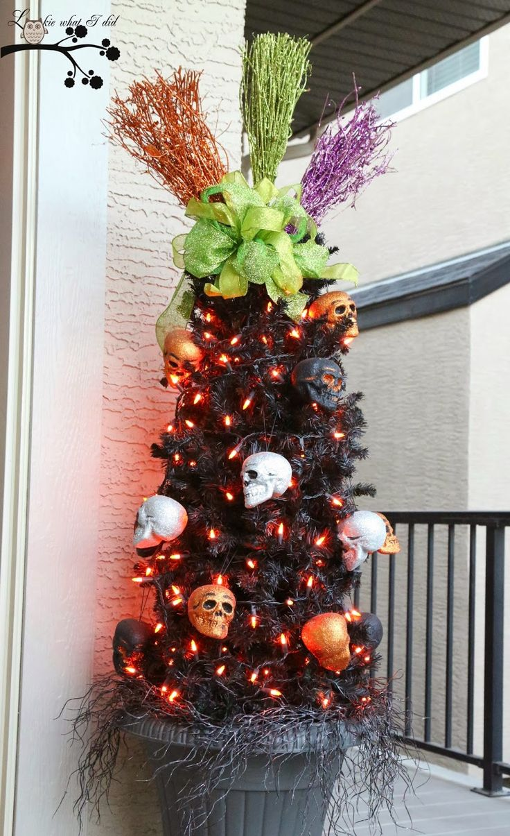 Outdoor halloween decorations for trees - Tomato Cage Trees For Halloween Decorated The Rest Of Tree With Some