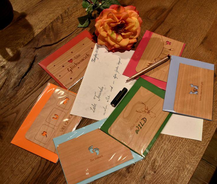 Sagt eurem Lieblingsmenschen doch heute einfach einmal wieder, wie wichtig er oder sie für euch ist! Wie wäre es zum Beispiel mit einem handgeschriebenen Brief? 💌  Tolle Grußkarten, wie diese aus Holz, gibts bei uns in Kempten-Hirschdorf!