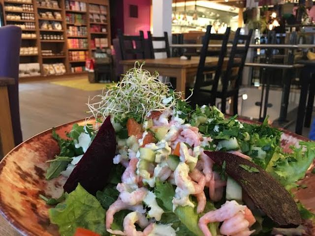 Raw food restaurant in Kristiansand: Tilstede Mat og Mer (situated in the main shopping street called Markens)