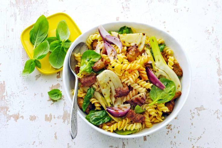 Pasta-venkel-spinaziesalade met chipolata - Recept - Allerhande