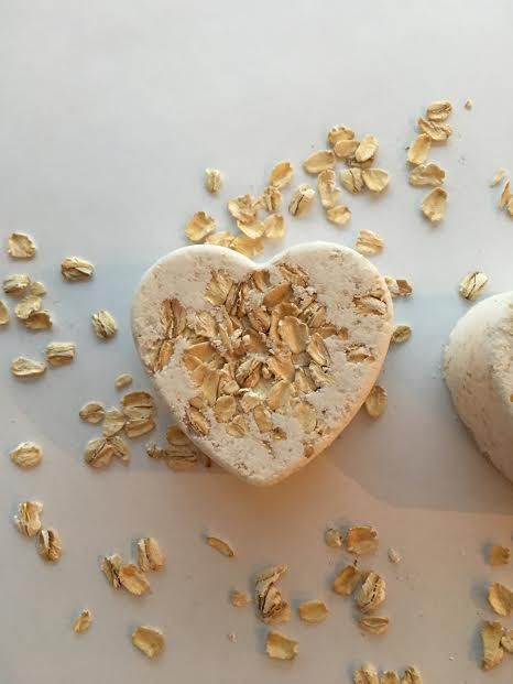 Our all natural and hand-crafted, Naked oatmeal bath bomb was created especially for those with sensitive skin, and skin conditions such as eczema, sunburn, itchy skin, chicken pox, hives, diaper rash, shingles, rashes and dry skin. Free of any fragrance and coloring, Naked Oatmeal Bath Bomb is gentle on the skins and helps soothe skin irritations. Oatmeal Coconut Oil Epsom Salt Baking Soda Citric Acid Corn Starch  Each order includes two bath bombs.