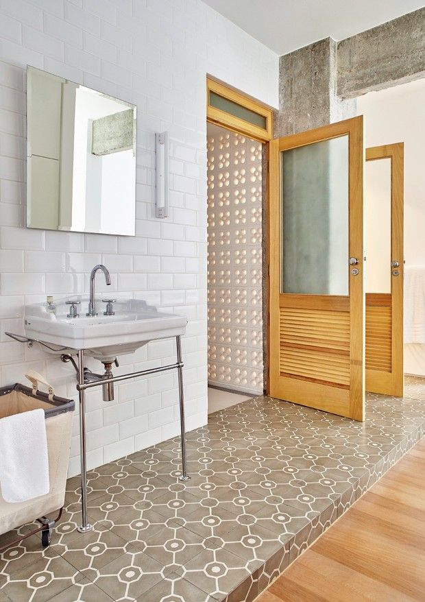 Banheiro | A pia Clássica, da Celite, reforça o estilo nostálgico do ambiente…