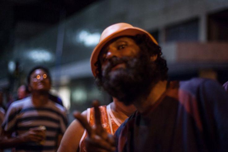 Bloco Vermelho não vai pra Cuba e festeja carnaval nas ruas do centro de SP — Otros Carnavales 2016 — Medium
