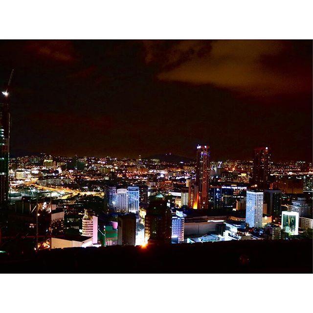 Instagram【___70_n】さんの写真をピンしています。 《◇ #canon #eos8000d #卒業旅行 #graduationtrip #マレーシア #Malaysia  #クアラルンプール #KualaLumpur #night #heliloungebar #夜景》