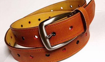 サイズに困ることなく使えるレザーベルト。ベルトの穴一つ一つに染色を施しています。 #革 #レザー #ベルト #ハンドメイド   http://tagtag.work/gallery.html?select_item=belt&utm_source=pinterest&utm_medium=post