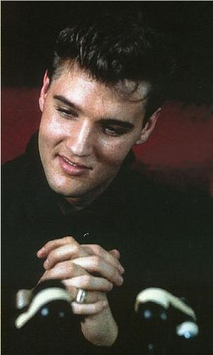Elvis Presley Biography | Elvis Young
