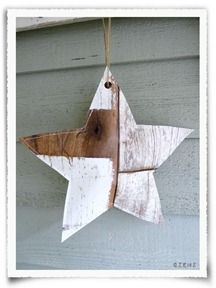 Star made from driftwood printed wallpaper. Inspiration only, no tutorial. La Flotte.