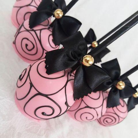 Aiii como eu amo essas maças  #festaparis #parisparty #parispink #maçasdecoradas #arebesco #pink #black #anninhaarteira
