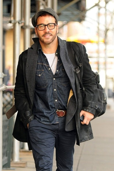 Despite the rumors he is arrogant and a player, I still want him. #JeremyPiven