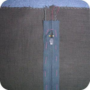 Une méthode pour coudre les fermetures éclair sur un coussin