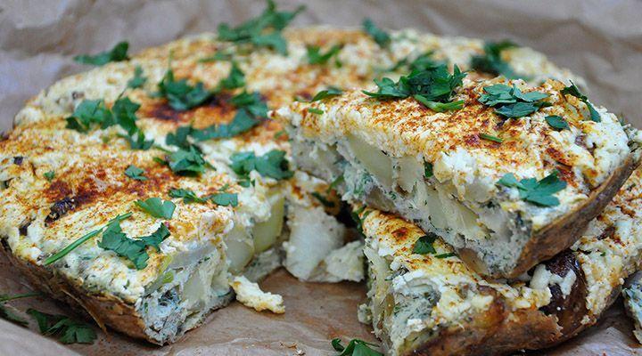 Frittata cu cartofi noi si branza telemea - www.Foodstory.ro