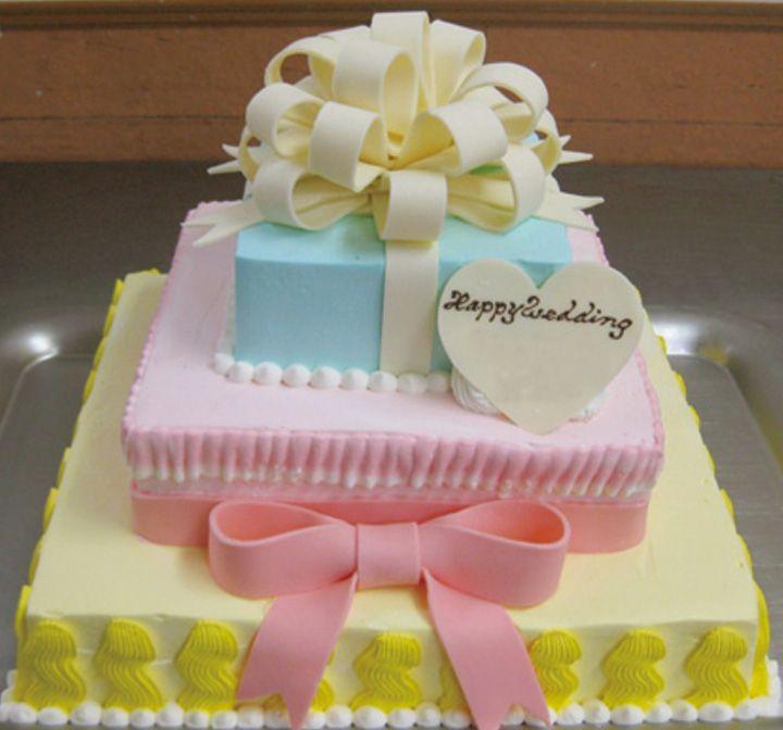 優しいパステルカラーの共演で3段ケーキを可憐に彩って