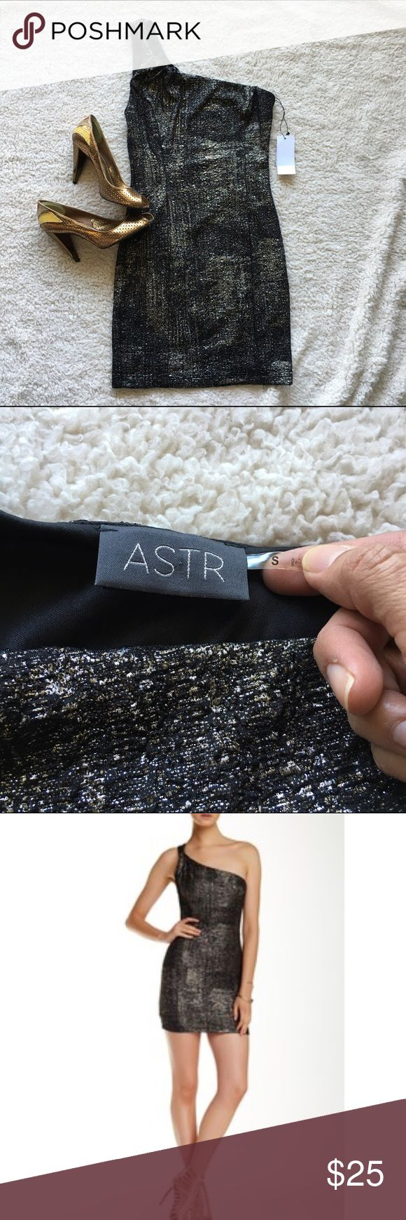 "NWT: ASTR Metallic Bodycon Dress, sz S (fits XS) NWT: ASTR Metallic Bodycon Dress in brand new condition from a smoke-free, pet-free home. Unstretched measurements: Bust: 15"", Waist: 12"", Hips: 16"", Length: 31"". Size: S (fits XS) ASTR Dresses Mini"