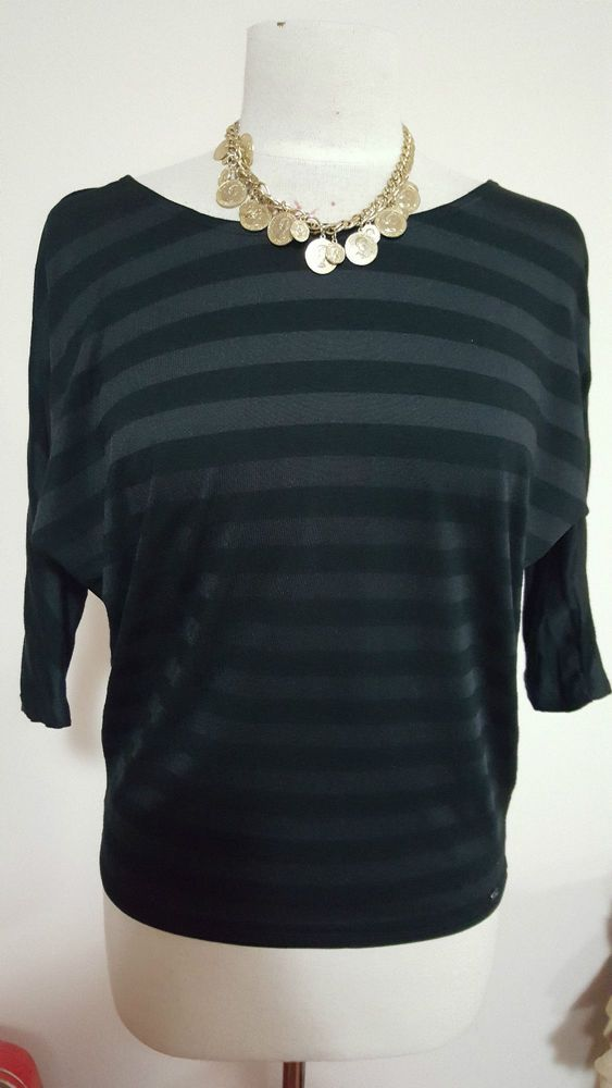 Ladies Guess  flattering  elblow length  Topt size s Black