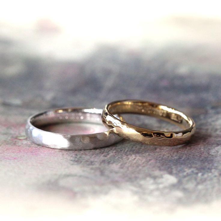 ゴールドの色違いでおつくりした槌目の結婚指輪(オーダーメイド/手作り) 男性はホワイトゴールド、女性はイエローゴールドでおつくりしました。 [K18,K18WG,マリッジリング,marriage,wedding,rings,gold,bridal]