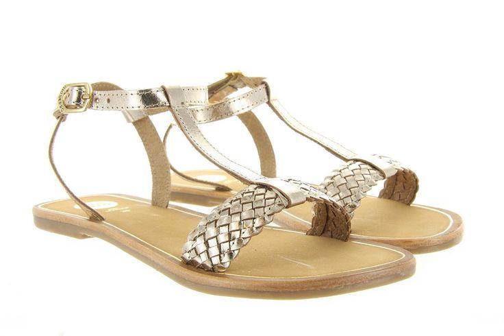 Sandalen Gioseppo M.Ballari 31717 goud zijn luxe sandalen met een hoge gespsluiting in de kleur goud. De wreefband is gemaakt in gevlochten leer dat de sandaal die luxe uitstraling geeft.