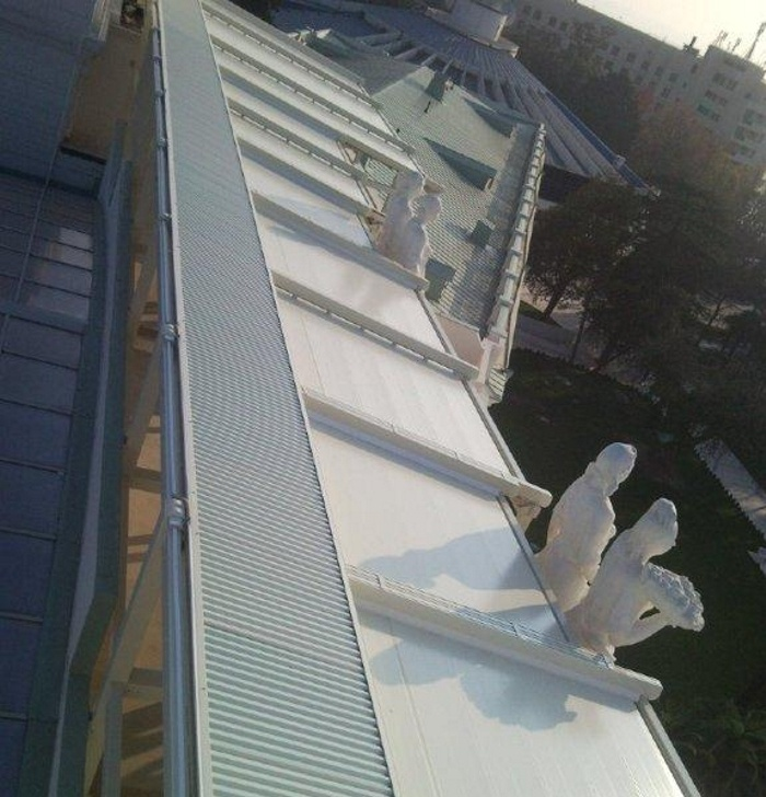 Pergole Med UNICA 165 Gibus pentru terase resedinta . Pergole foarte mari, vedere de pe cladire.