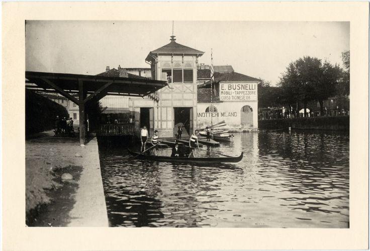 La mostra Milano città d'acqua racconta il tempo in cui canali e Navigli erano scoperti. Un tema attualissimo, un desiderio di molti. Foto bellissime.