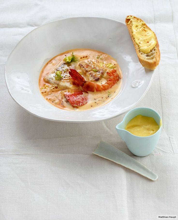 Rezept für Bouillabaisse (Grundrezept) bei Essen und Trinken. Und weitere Rezepte in den Kategorien Fisch, Gemüse, Gewürze, Kartoffeln, Kräuter, Meeresfrüchte, Alkohol, Schalen- und Krustentiere, Hauptspeise, Suppen / Eintöpfe, Braten, Kochen, Französisch, Gut vorzubereiten, Klassiker, Raffiniert, Anspruchsvoll.