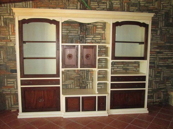 parete attrezzata in legno massello di mogano, con finitura bicolore anticata
