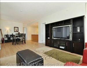 Spacious corner suite on perfect location in Central Coquitlam; walking distance to shopping, theatre and restaurants. #Vancouver
