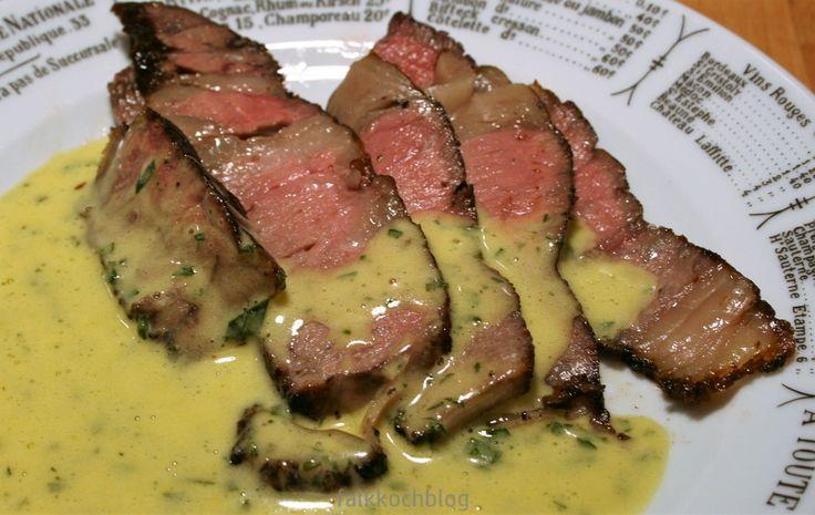 CÔTE de BŒUF ist die französische Bezeichnung für Rib-Eye-Steak oder Hochrippe. Ein Teil des Wirbelknochens bleibt erhalten und das Fleisch wird am Knochen gebraten. Das Côte de Bœuf ist ein ca. 5 …