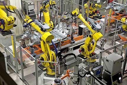 Pilootproject rond 'geassocieerd onderwijs' bij Audi in Brussel (via Engineeringnet.be) - Bij Audi Brussels volgen leerlingen van de derde graad Elektromechanica en Autotechnieken voortaan praktijklessen en lopen ze stage aan de productielijn.
