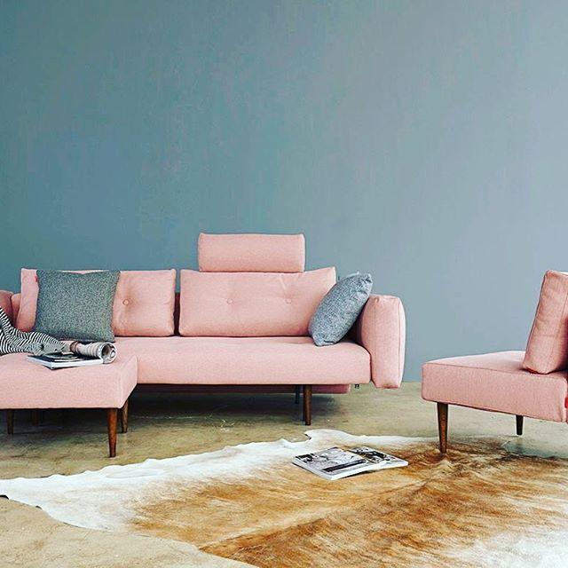 Recast Soft Coral sovesofa - Feminin og 50'er-inspireret #pink #1950 #sofa #feminin