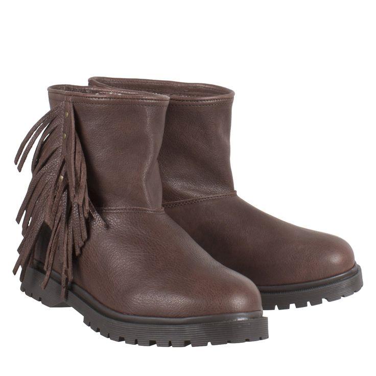 Cha fringle baggy low donker bruin leer enkellaarsje  Exclusieve enkellaarsjes van het label Cha model Cha fringle baggy low donker bruin. Deze bruine boots zijn vervaardigd van hoogwaardig leder. De schacht is ongevoerd de voet is gevoerd met fijn merino wol. Dit maakt deze Cha boots uiterst comfortabel. De leren enkellaarsjes zijn uitgevoerd met fringes aan de buitenzijde van de schoen. Design en comfort komen samen in deze prachtige bohemian laarsjes. De Cha fringle baggy low boots zijn…