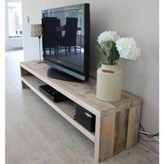 TV Meubel Marlow, strak, robuust, trendy en toch warm en huiselijk! Dat kan met damwandhout, kijk voor meer meubelen gemaakt van dit unieke hout op www.rustikal.nl. Maatwerk bij Rustikal Meubelen